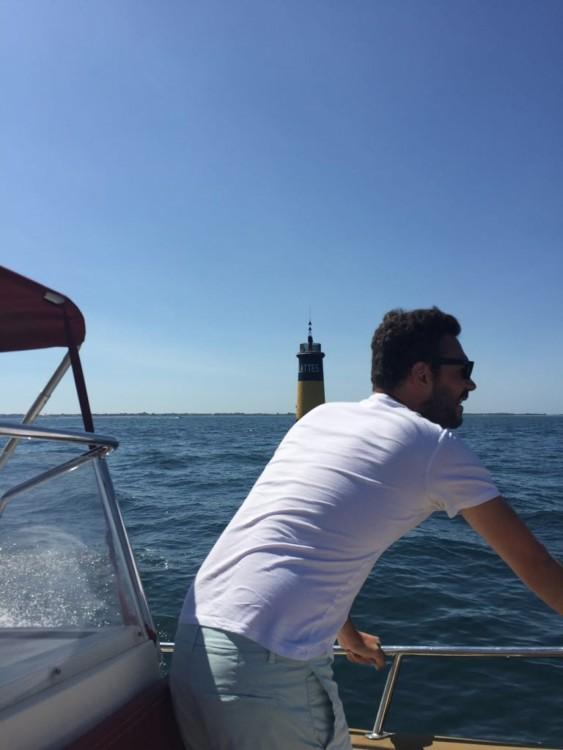 Rental Motorboat Rhea-Marine with a permit
