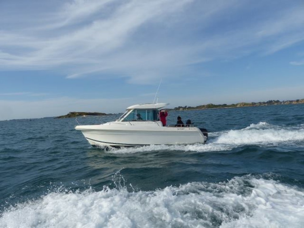 Motor boat for rent Lézardrieux at the best price