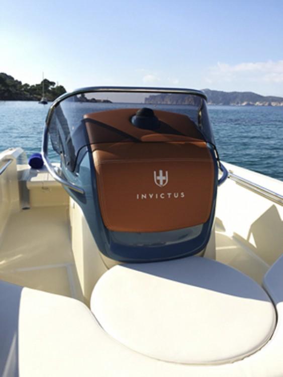 Rental yacht  - Cantieri INVICTUS 200FX on SamBoat