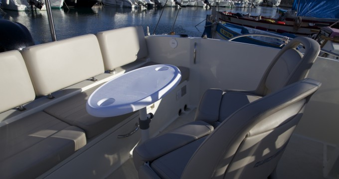 Quicksilver Activ 675 Open between personal and professional Agay