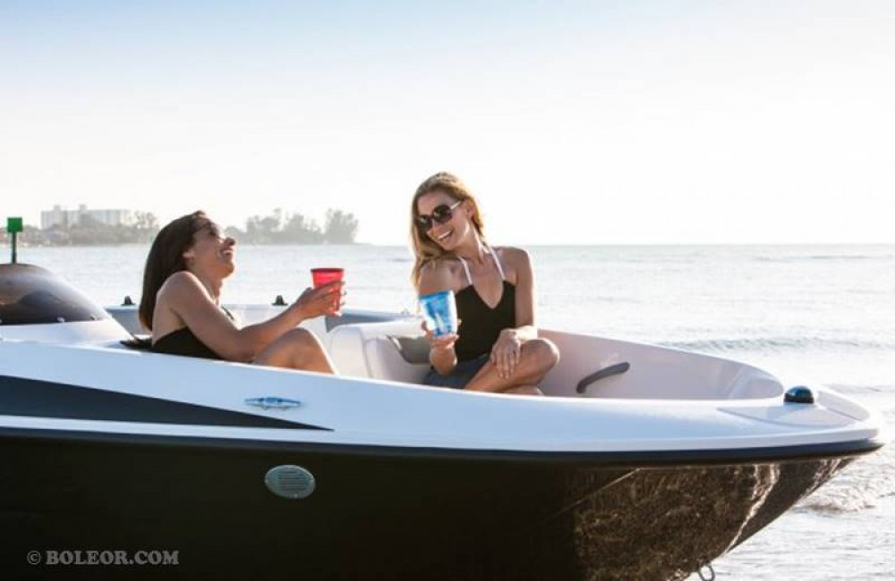 Hire Motor boat with or without skipper Boleor