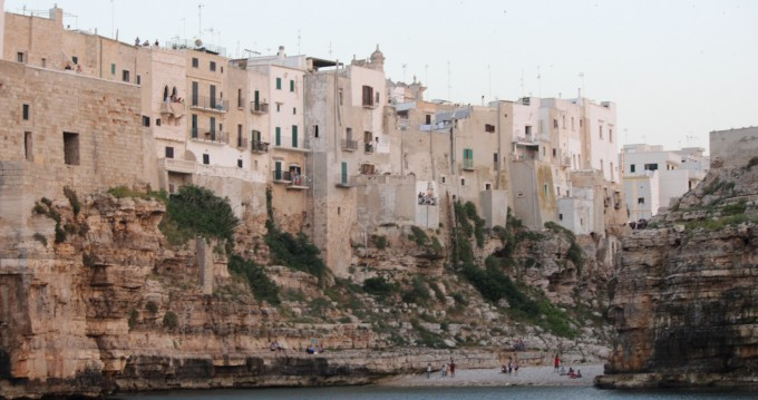Motorboat for rent Polignano a Mare at the best price