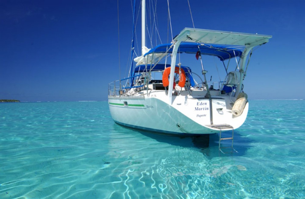Sailboat for rent Huahine at the best price
