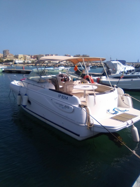 Hire Motor boat with or without skipper Jeanneau Syracuse