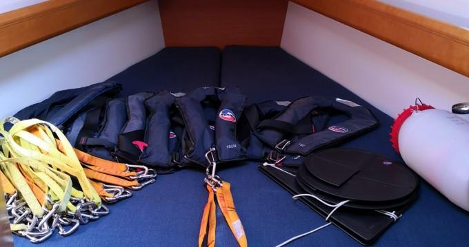 Rental yacht Toulon - Jeanneau Sun Odyssey 439 on SamBoat