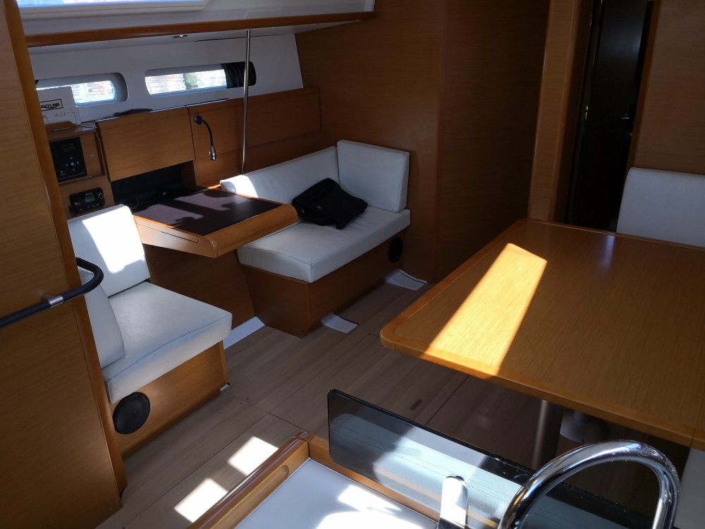 Jeanneau Sun Odyssey 439 between personal and professional Toulon