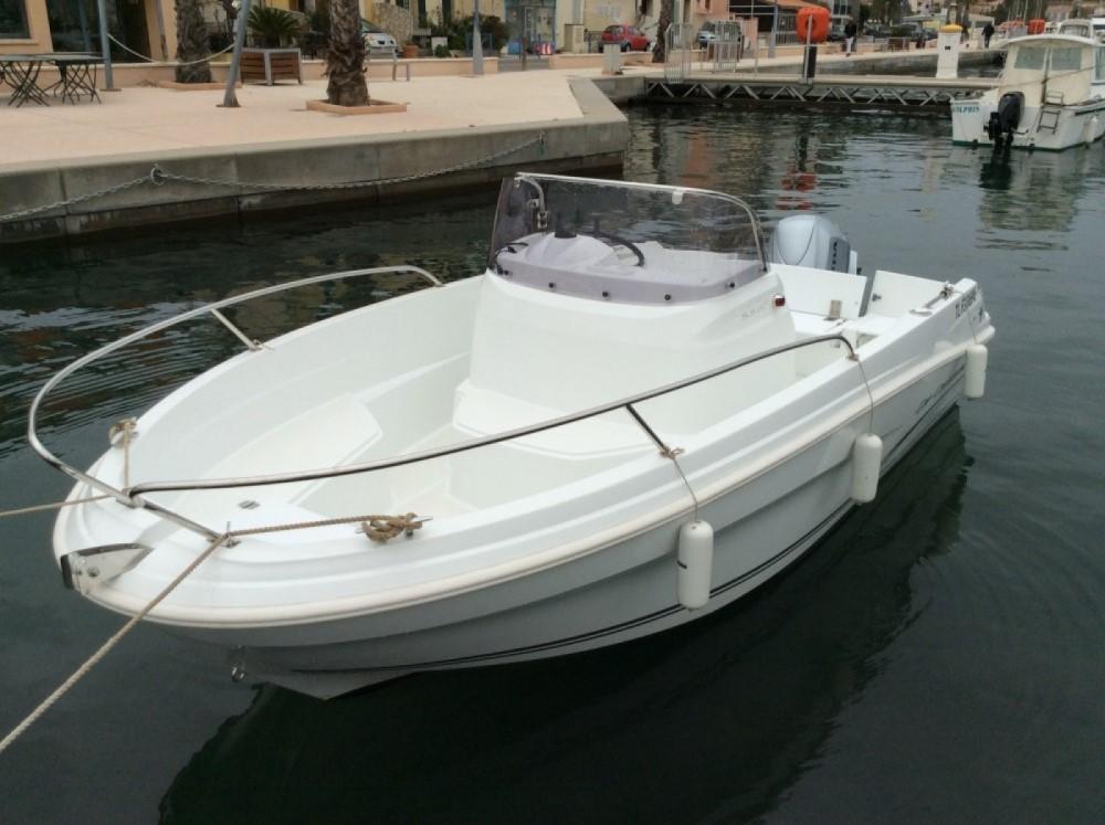 Rental yacht  - Jeanneau Cap Camarat 5.5 CC on SamBoat