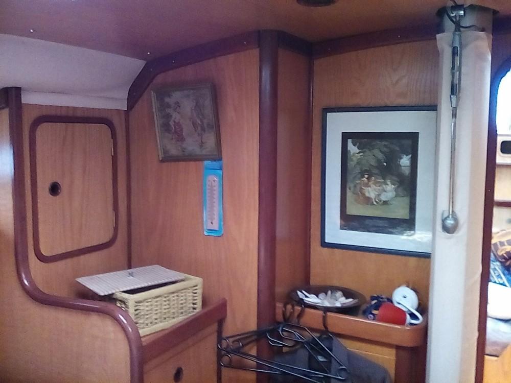 Boat rental Bénéteau Oceanis 430 in Sant'Antioco on Samboat