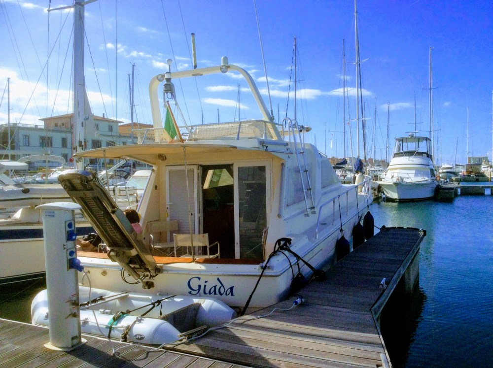Motor boat for rent San Vincenzo at the best price