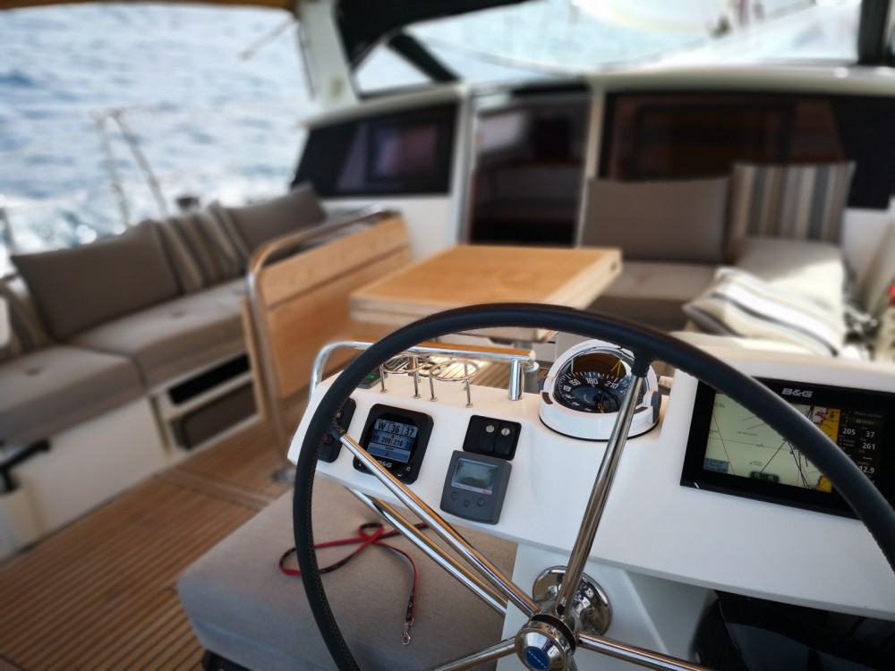 Sailboat for rent Sari-Solenzara at the best price