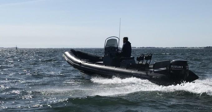 Bombard Explorer 690 between personal and professional La Trinité-sur-Mer