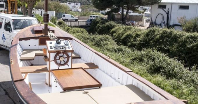 Boat rental Fornells cheap ARTESANAL MADERA