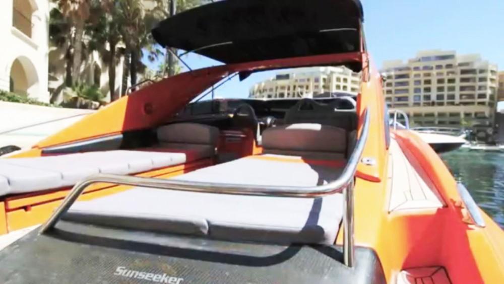 Boat rental Sunseeker Superhawk 43 in Yaiza on Samboat