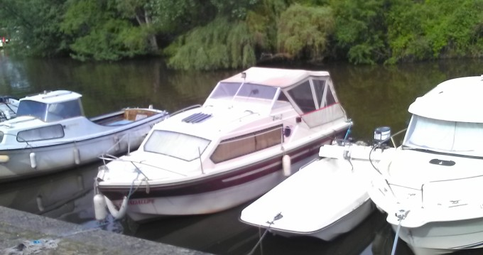 Motorboat for rent Nantes at the best price