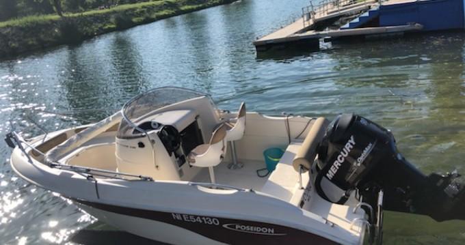 Boat rental Poseidon 540 in Mandelieu-la-Napoule on Samboat