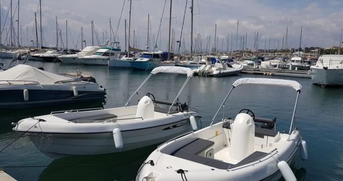 Rental Motorboat in Saint-Raphaël - Karel V160