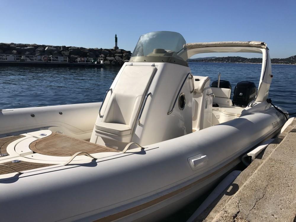 Boat rental Nuova Jolly Prince 28 WA in Cannes on Samboat
