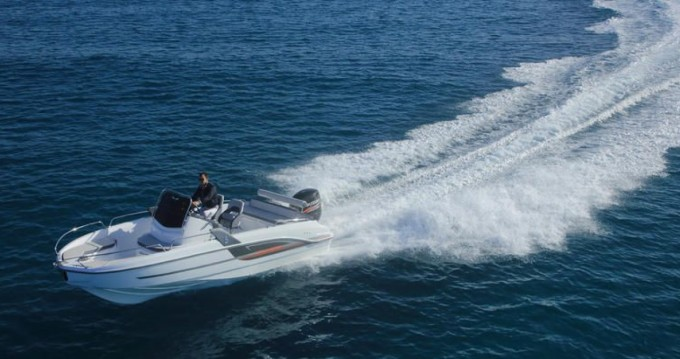 Motorboat for rent Le Croisic at the best price