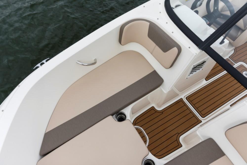 Boat rental Bayliner VR5 OB in Le Bourget-du-Lac on Samboat