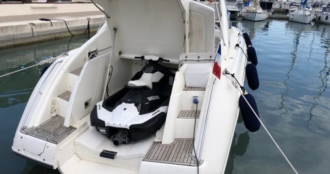 Rental Motorboat in Cannes - Sunseeker Comanche 40