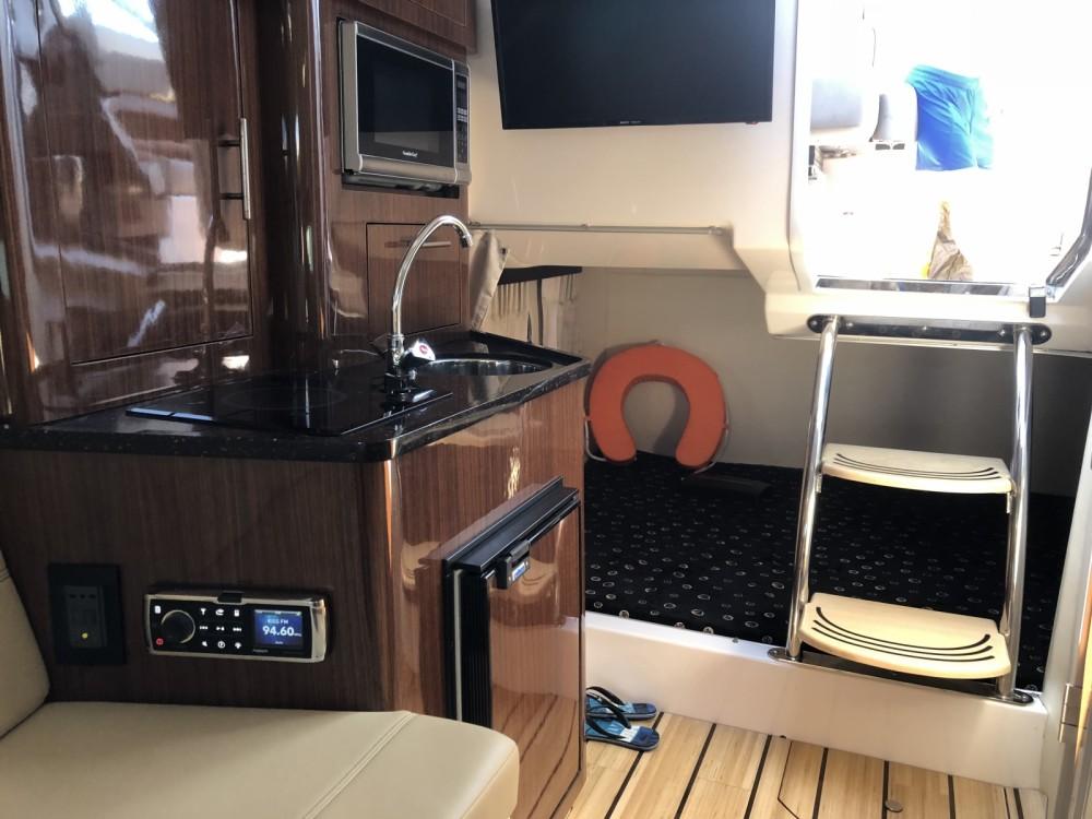 Boat rental Régal 28 Express in Mandelieu-la-Napoule on Samboat