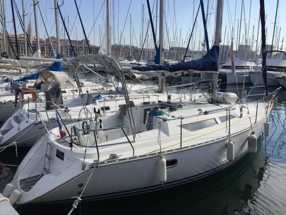Jeanneau Sun Odyssey 33 between personal and professional Marseille