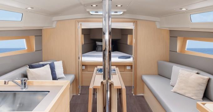 Boat rental Bénéteau Oceanis 35.1 in Bandol on Samboat
