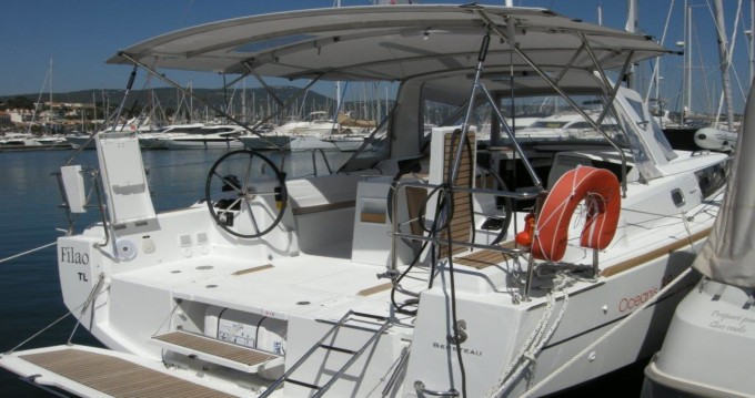 Boat rental Bénéteau Oceanis 38 in Bandol on Samboat
