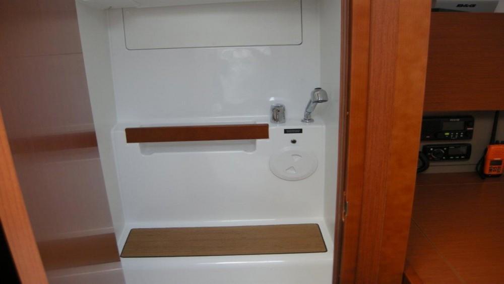 Rental yacht Bandol - Bénéteau Oceanis 38 on SamBoat