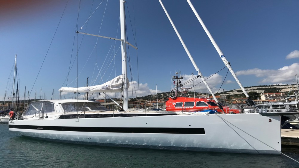 Boat rental Bénéteau Oceanis Yacht 62 in Bandol on Samboat