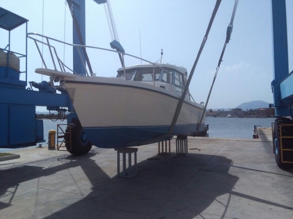 Hire Motor boat with or without skipper Lerena Uno Olbia Lega Navale Small Marina