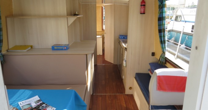 Hire Canal boat with or without skipper Jeanneau Sablé-sur-Sarthe