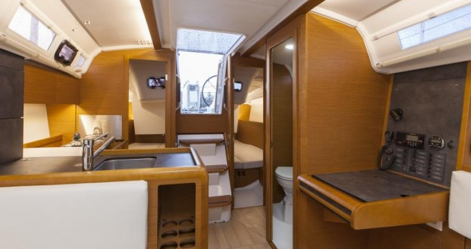 Jeanneau Sun Odyssey 349 between personal and professional Port du Crouesty