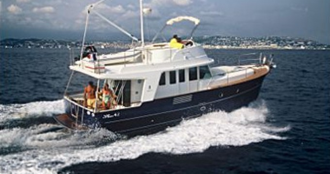 Boat rental Bénéteau Swift Trawler 44 in Saint-Mandrier-sur-Mer on Samboat