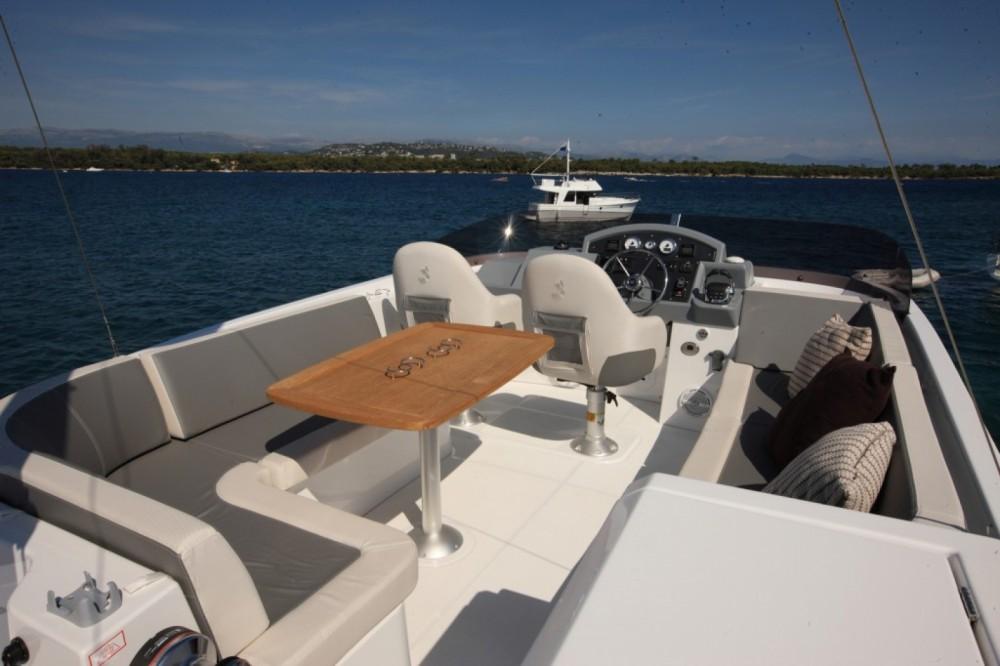 Rental Motor boat in Saint-Mandrier-sur-Mer - Bénéteau Swift Trawler 44