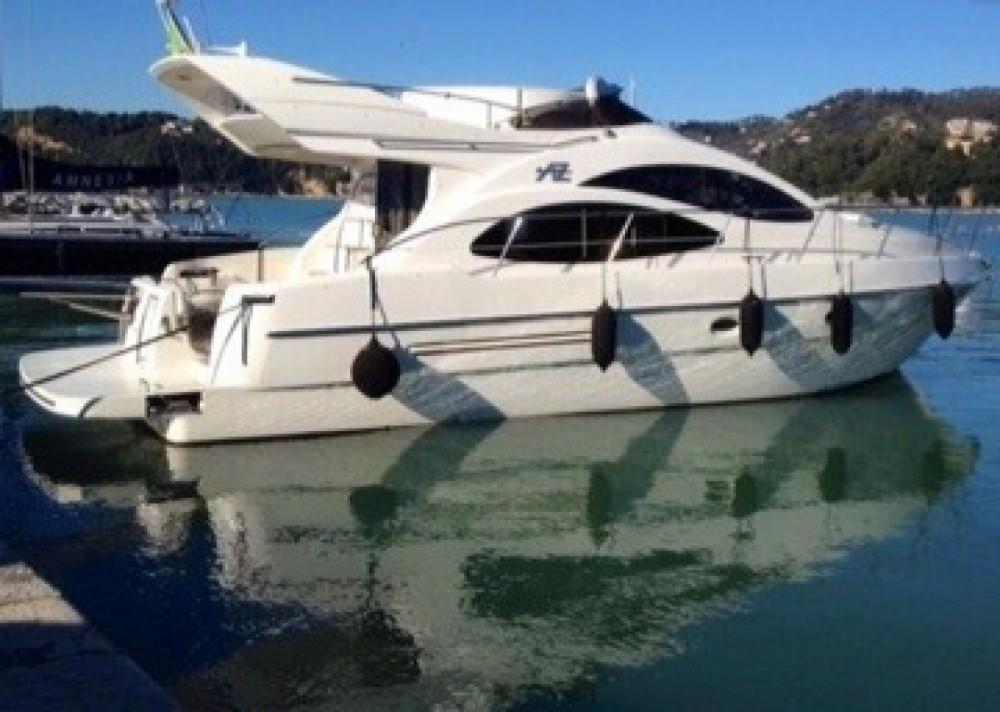 Boat rental Rosignano Solvay-Castiglioncello cheap Azimut 42