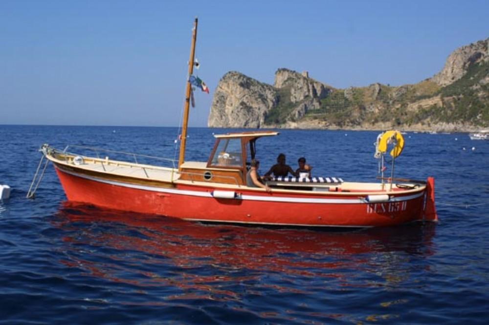 Boat rental Sorrentino Gozzo in Marina del Cantone on Samboat