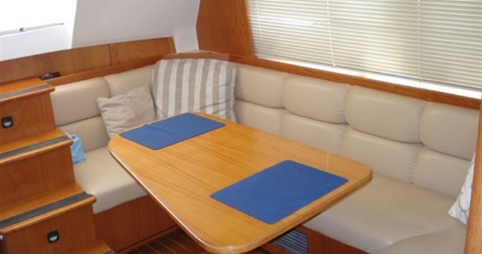 Mainship 430 Trawler between personal and professional Cannes