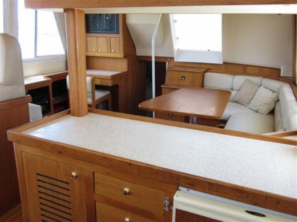 Rent a Mainship 430 Trawler