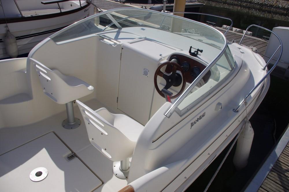 Rental Motor boat in La Trinité-sur-Mer - Jeanneau Leader 545
