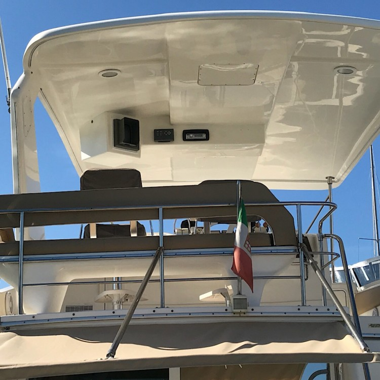 Sea Ray Sea Ray 550 Sedan Bridge between personal and professional Salerno