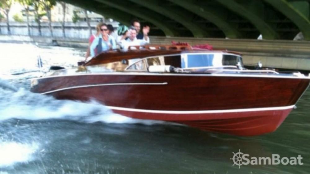 Boat rental Paris cheap Bateau venitien sur la seine
