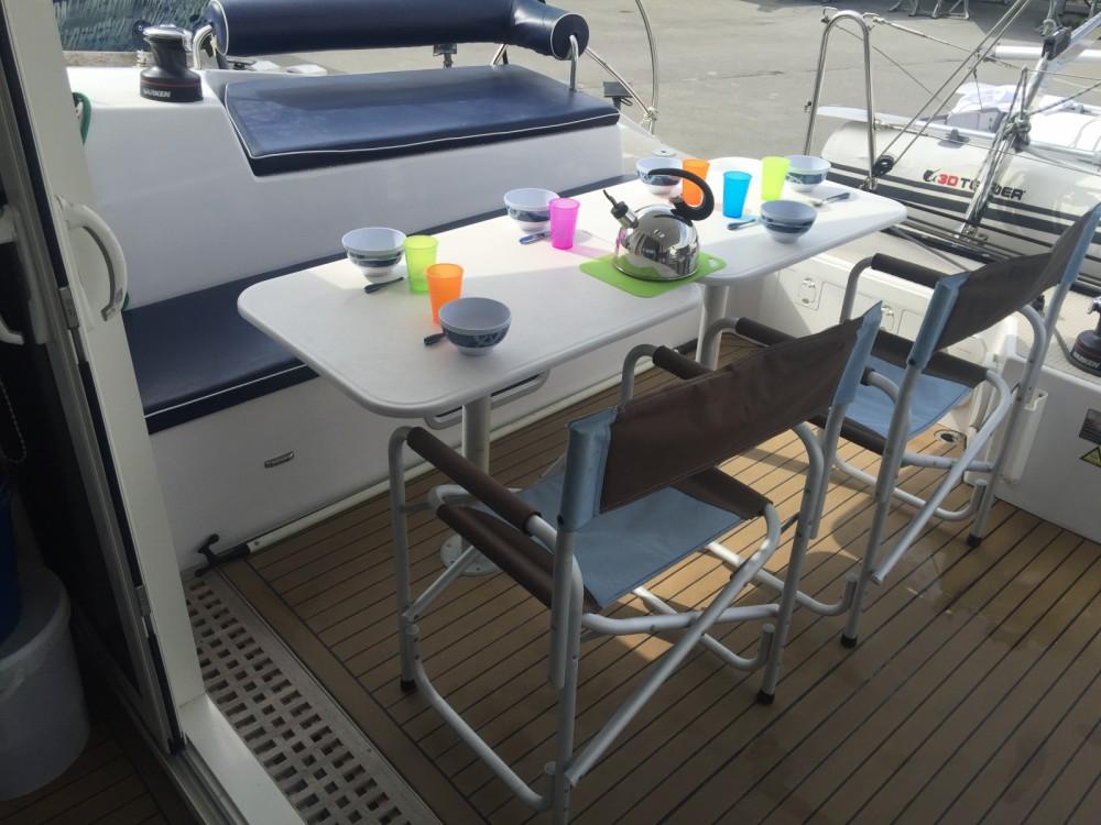 Rent a Indigo Yacht Aventura 33 La Trinité-sur-Mer