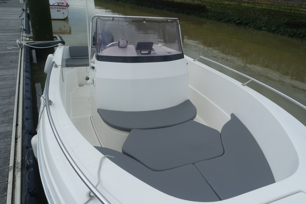 Motor boat for rent Anglet at the best price