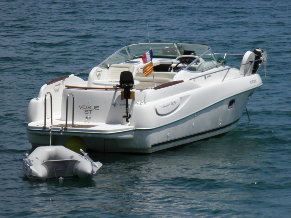 Hire Motor boat with or without skipper Jeanneau Portbou