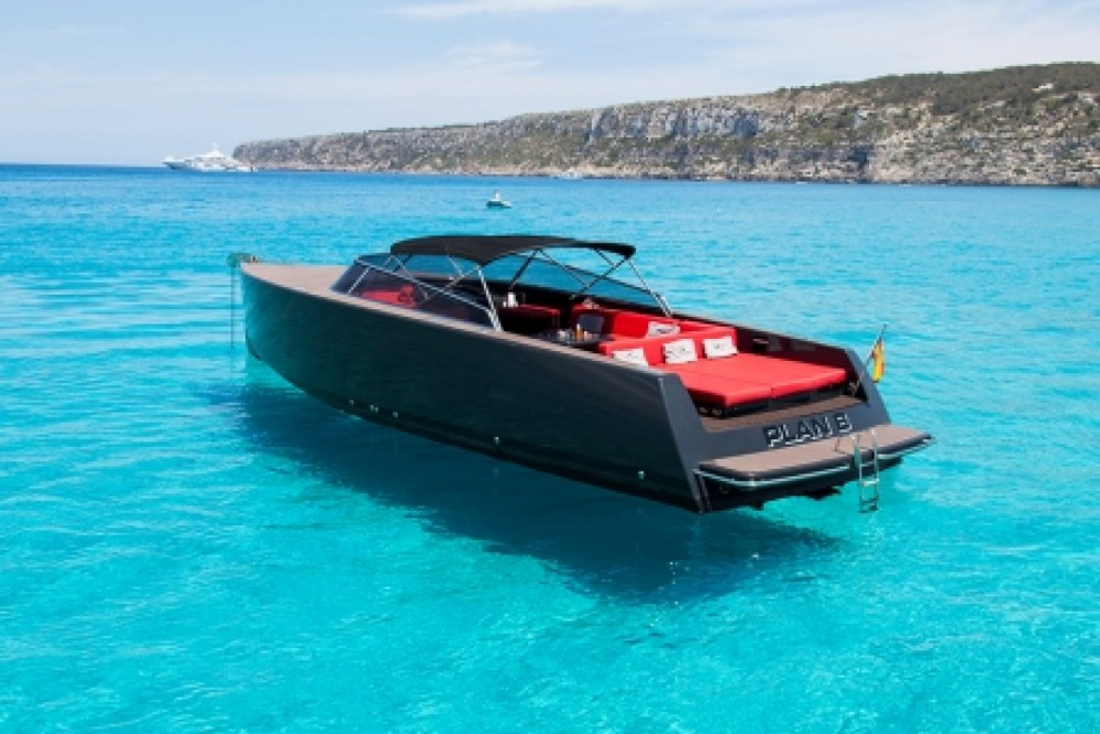 Motor boat for rent Islas Baleares at the best price