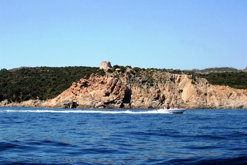 Rental yacht Solenzara - Sacs Sacs S 640 on SamBoat