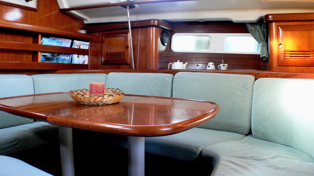 Bénéteau Oceanis 411 between personal and professional Barcelona