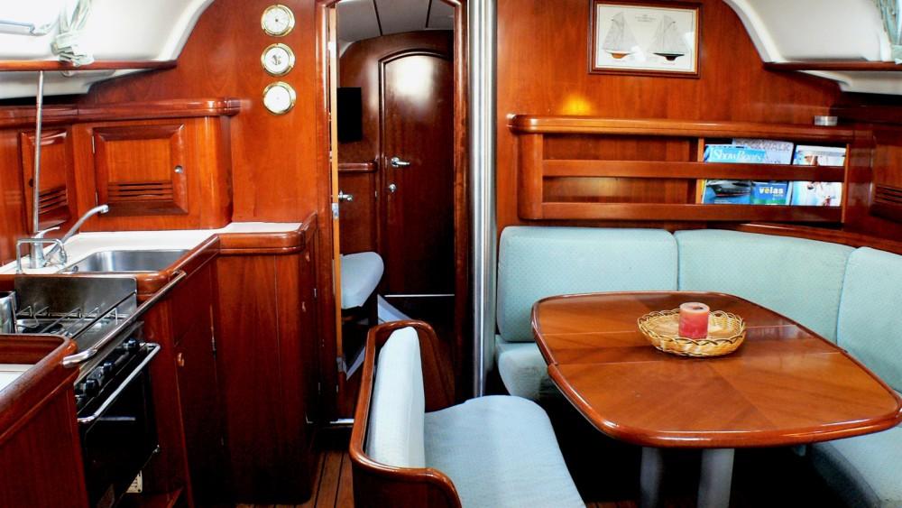 Rental yacht Barcelona - Bénéteau Oceanis 411 on SamBoat