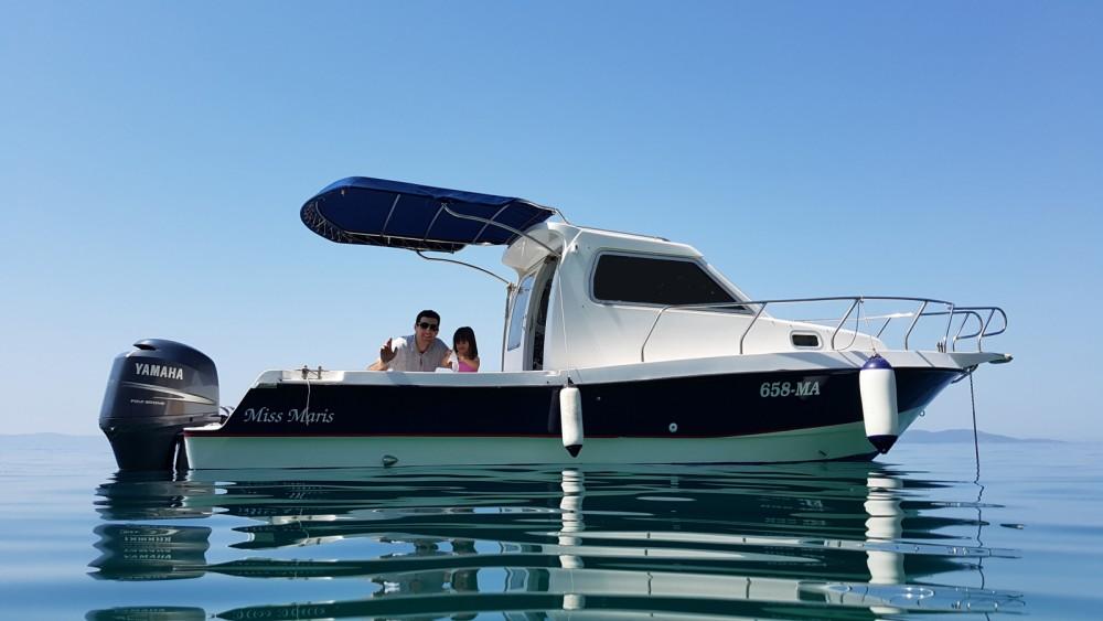 Motor boat for rent Makarska at the best price